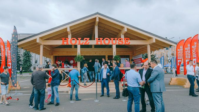 "Forum ""Day of Wooden House Building"" with Holz House."